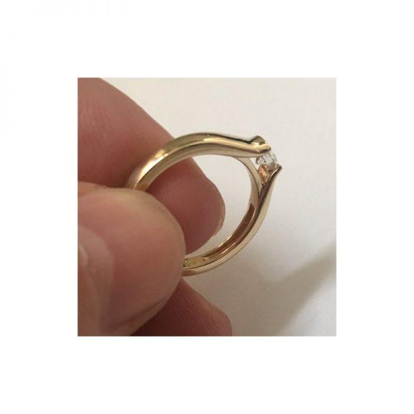 Elegantný zásnubný prsteň s diamantom 0.30 ct,