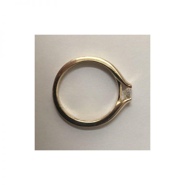 Elegantný zásnubný prsteň s diamantom 0.30 ct