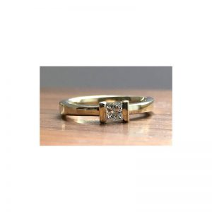 Zásnubný prsteň s diamantom princess