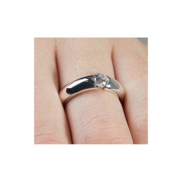 Zásnubný prsteň s diamantom 0.20 ct, v tvare obrúčky,