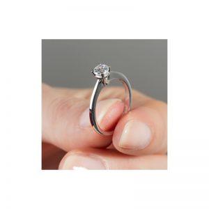 Jemný zásnubný prsteň s diamantom 0.25 ct