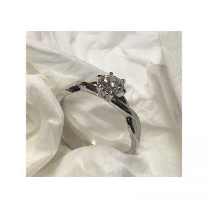 Romantický zásnubný prsteň s diamantom 0.40 ct
